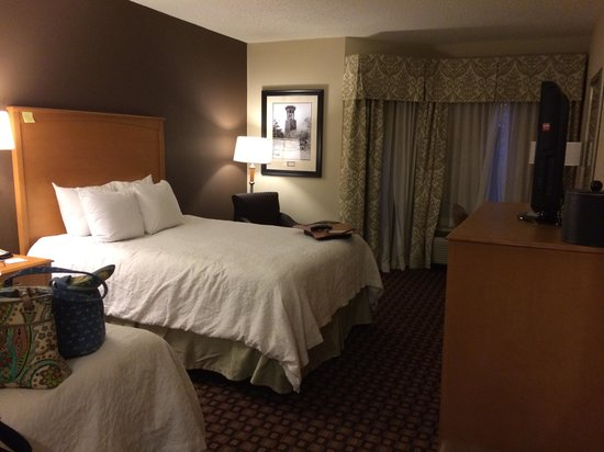 Hampton Inn & Suites Nashville - Vanderbilt - Elliston Place: bedroom