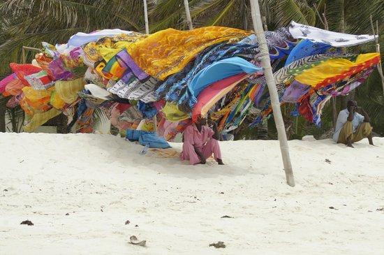 Southern Palms Beach Resort : Beach walk