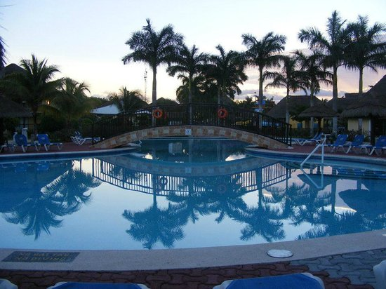 Allegro Cozumel : Part of the main pool.