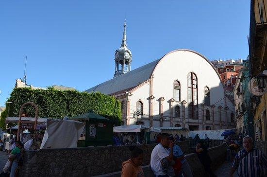 Mercado Hidalgo: Vista exterior del mercado