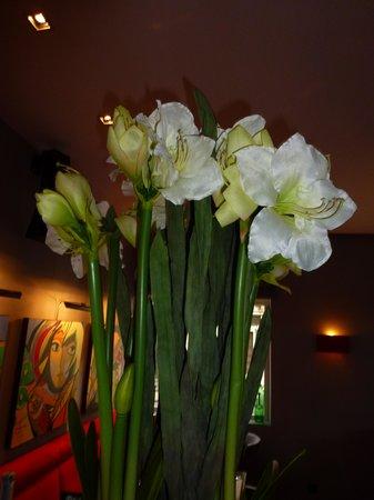 Hotel Verviers Van der Valk : fleurs à l'accueil
