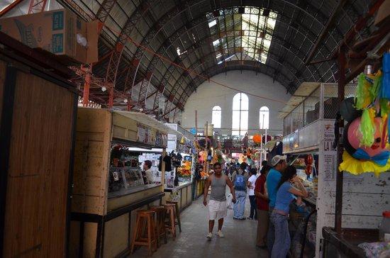 Mercado Hidalgo: Interior del mercado visto desde la planta baja