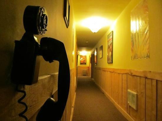 Cloudcroft Hotel: hallway