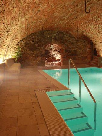 Hotel Gerbe: Schwimmbad im Gewölbekeller