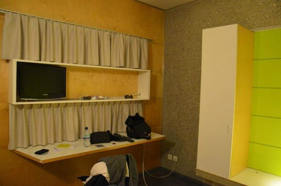 Lausanne Youth Hostel: Room #2