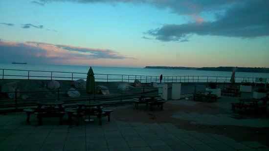 Premier Inn Paignton Seafront (Goodrington Sands) Hotel: Good weather