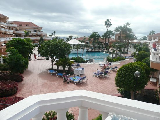 Tenerife Royal Gardens : Pool view from entrance to Block B & C