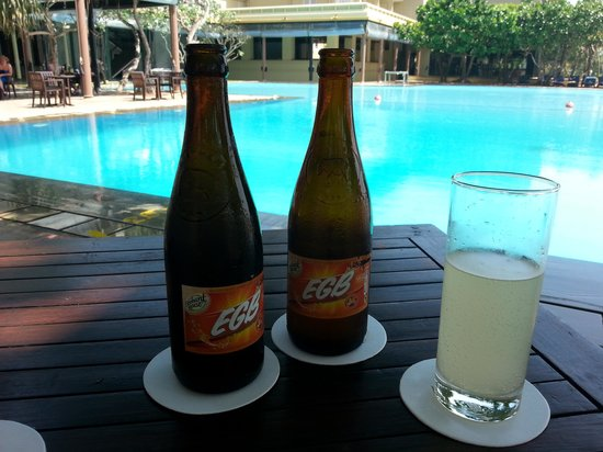 Heritance Ahungalla: our favourite drink by the pool