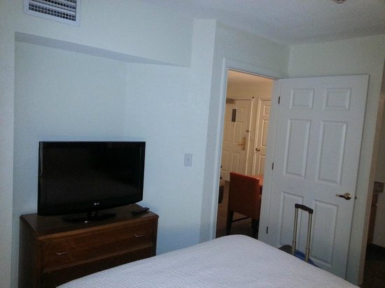 Residence Inn Danbury: Bedroom (one TV here and a bigger one in living room)