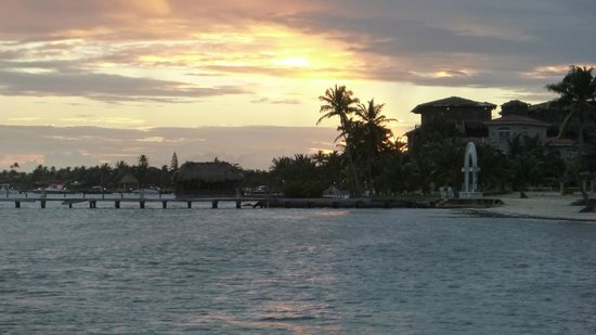 Coco Beach Resort: Sunset