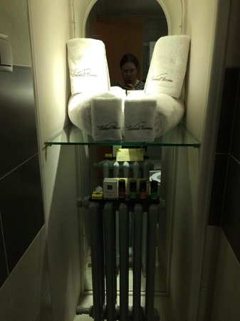 Sweet Home Hotel: Bathroom