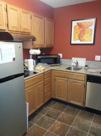 Residence Inn Danbury: Kitchen again