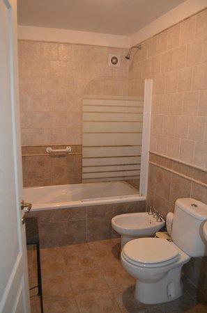 Hosteria Kallfu: Vista del baño