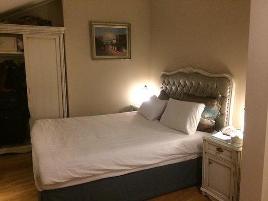 Recital Hotel : cozy, clean bedroom