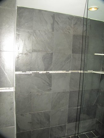 Ocean Manor Resort Hotel : Shower in the Signature room