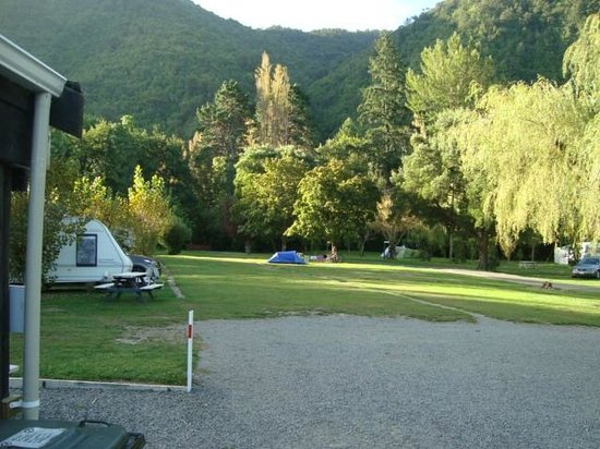 Ashley Gorge Holiday Park: Looking back from Kitchen/Toilets