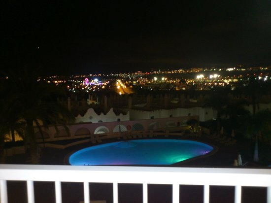 Sunprime Atlantic View Suites & Spa : Lovely view of pool and town lit up at night.