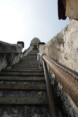 Tour with Tong: Temple of Dawn - steps