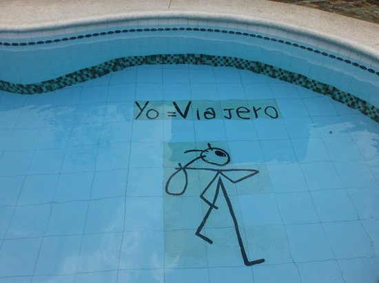 El Viajero Hostel Cali: The traveller's pool