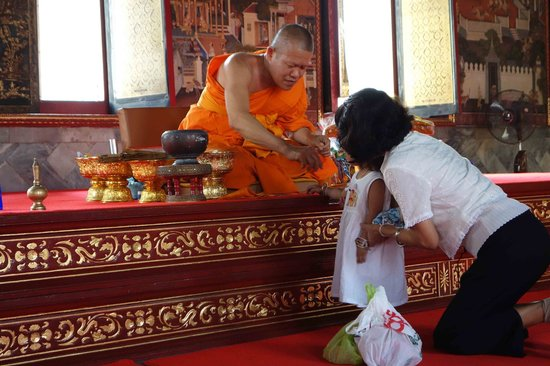 Tour with Tong: Buddhist Monk
