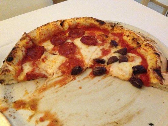 Dual Ristorante Pizzeria: mezza salame e mezza olive