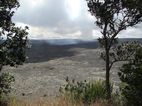 Castle Hilo Hawaiian Hotel: Make sure to visit the volcano