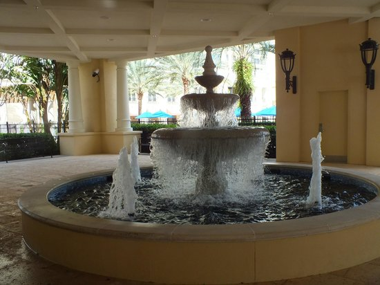 Parc Soleil by Hilton Grand Vacations : Fountain at the lobby