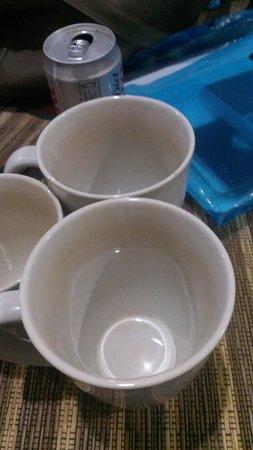 Sekuta Condo Suites: dirty cups