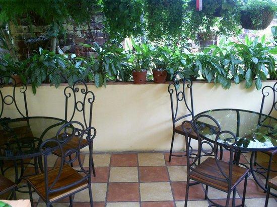 Angels Hotel: Terraza donde se disfruta del desayuno