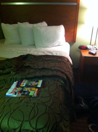 Baymont Inn & Suites Pigeon Forge: Plenty of pillows