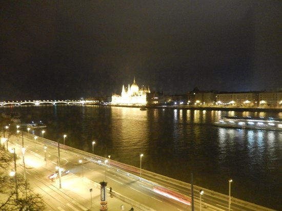 Boutique Hotel Victoria Budapest: View of Parliament building from the room.