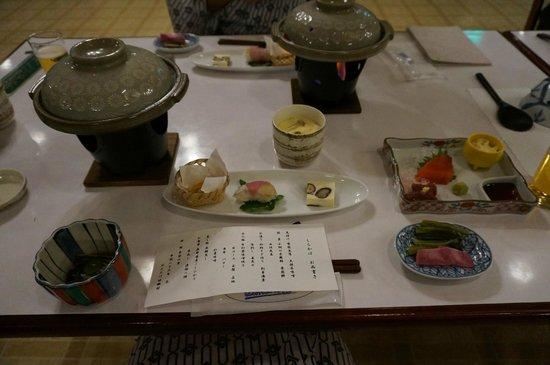 Ontake Kyukamura: 夕食は3種類からのチョイス,追加料金で鍋などもあり
