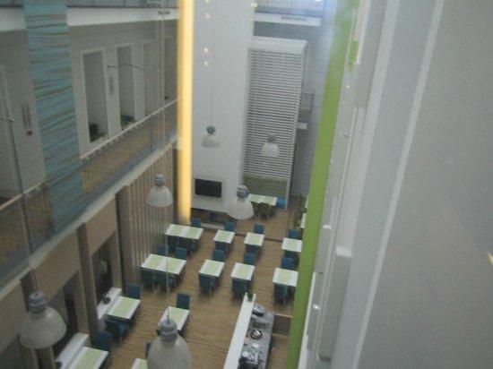 Atrium Fashion Hotel: breakfast room