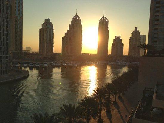 Grosvenor House Dubai: Early morning on the Dubai Marina just outside the hotel