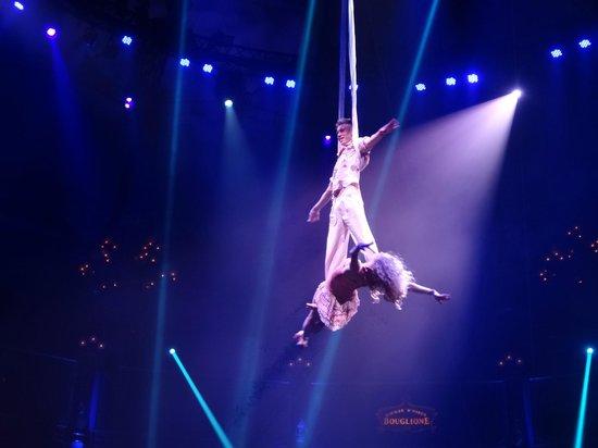 Cirque d'hiver Bouglione : Les acrobates