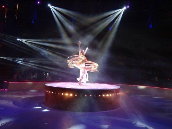 Cirque d'hiver Bouglione : Le Hula Hoop