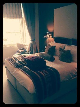 Fraser Suites Edinburgh : Our room.