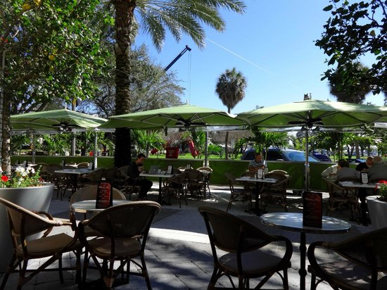 Cassis American Brasserie : Outdoor dining