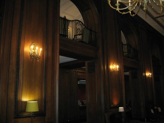 The Read House Historic Inn And Suites: Mezzanine level from lobby view