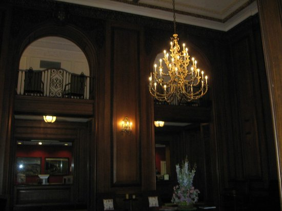 The Read House Historic Inn And Suites: View of mezzanine from lobby
