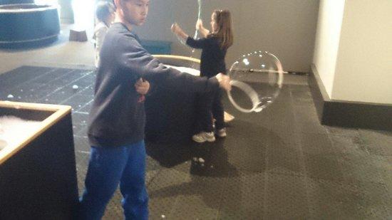 Montshire Museum of Science: bubbles
