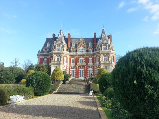 Chateau Impney Hotel & Exhibition Centre: Front of Chateau