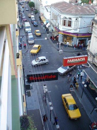 Augustus Jujuy Hotel: Vista desde la habitación a la calle principal