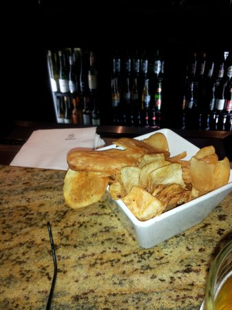 Sheraton Chicago O'Hare Hotel: Homemade Chips...and a beer!