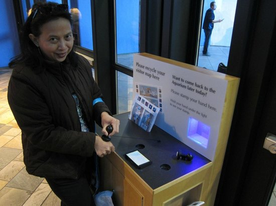 Monterey Bay Aquarium : Visitors can stamp their hands in order to return same day