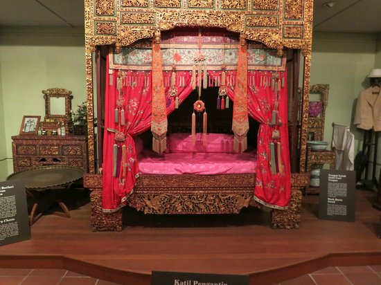 Penang State Museum and Art Gallery: Bed