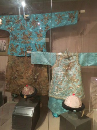 Penang State Museum and Art Gallery: Traditional Clothing