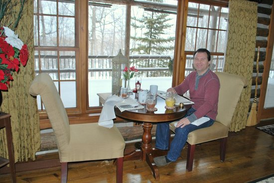 The Chalet of Canandaigua: Breakfast with a view