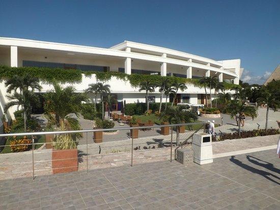 Grand Sirenis Riviera Maya Resort & Spa : main buffet
