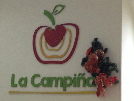 Hotel Puerto Bahia: Si viajas desde Bogota para en Barbosa para la mejor ensalada de frutas